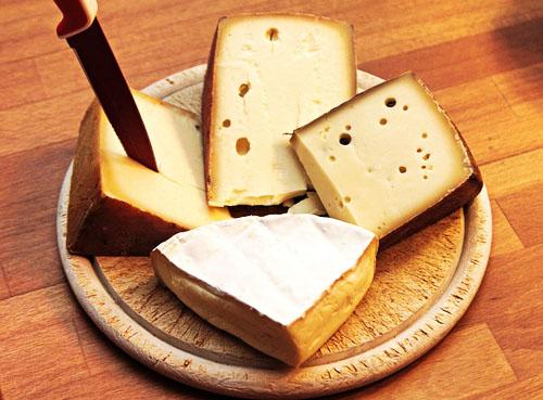 チーズをカットする
