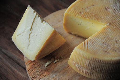 セミハードタイプチーズのカット