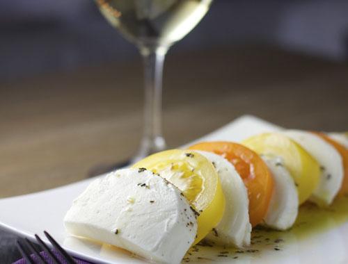モッツァレラチーズとワイン